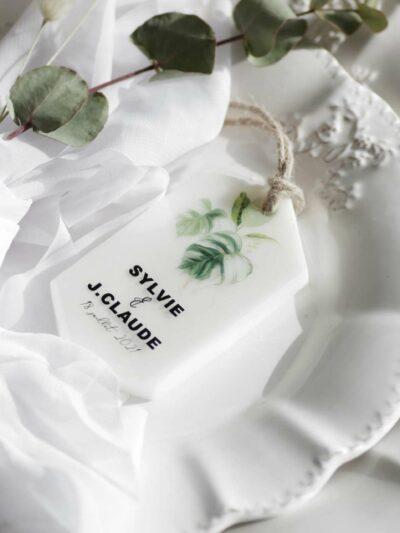 Fondant exotique sur de la porcelaine
